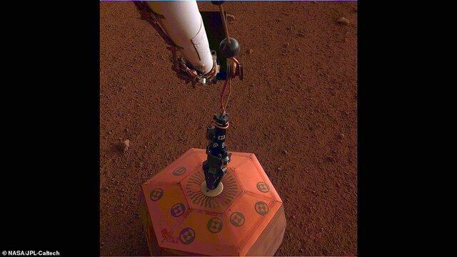 زلزله سنج اینسایت روی مریخ نهاده شد